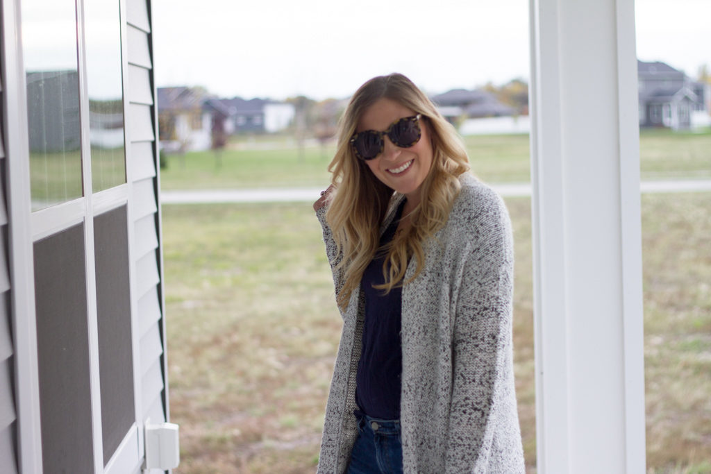 Long sweater with Over-sized Sunglasses